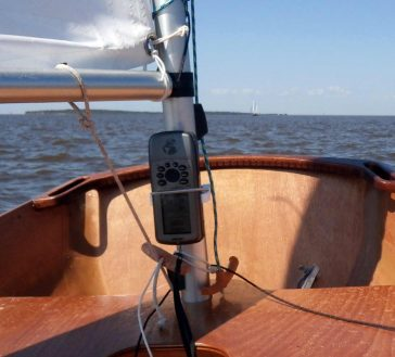 Sailing mast mount for GPS Garmin GPS76